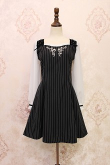 Black Alice Girl Exquisite Patterns Embroidery Bowknot Sweet Lolita OP Dress